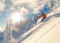 الطبيعة تحتضن بياض الثلوج بلوحاته الفريدة
