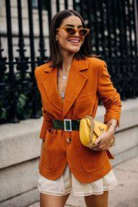 لون شجر الخريف يتساقط على ممشى عروض الأزياء لهذا العام
