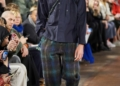 إطلالات رجالية غريبة من أسابيع الموضة لخريف 2020