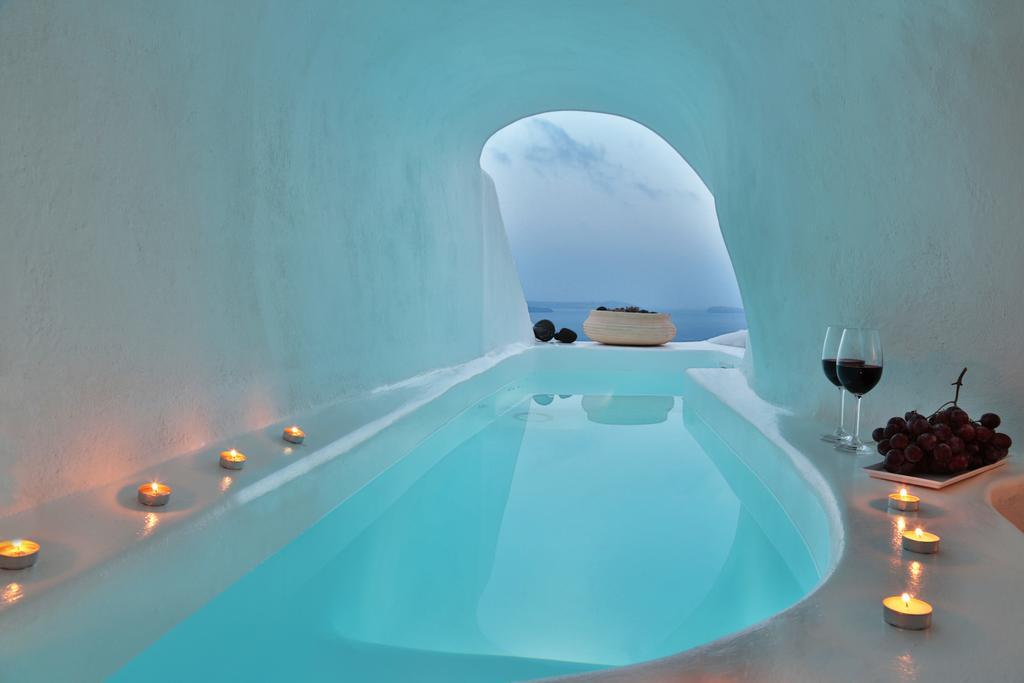 أغرب 7 حمامات سباحة وأكثرها إثارة في العالم