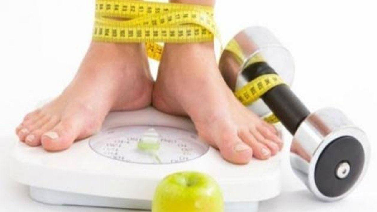 """حول """"كيفية إنقاص الوزن"""".. معلومات شائعة وخاطئة ابتعدي عنها"""