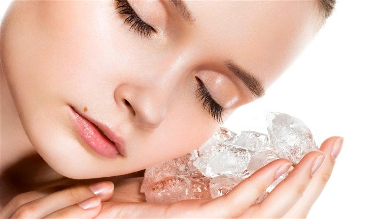 علاج طبيعي غير مكلف.. ما هي فوائد تثليج الوجه وطريقة تطبيقه؟